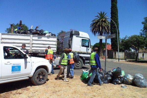 Fichardtpark garbage removal (1)